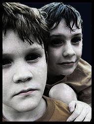 gambar manusia aneh anak dengan warna mata hitam