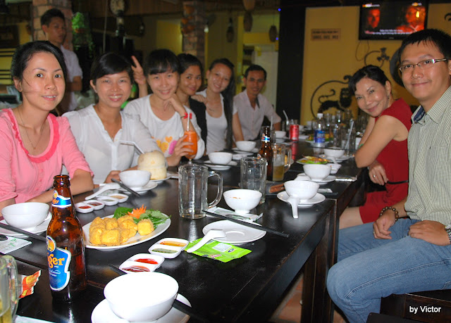 GM Hong birthday 2012 at Que Nha Restaurant