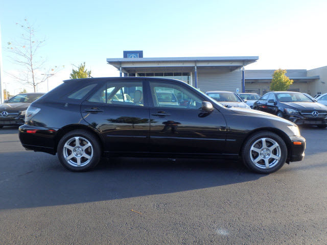 The Is300 Was Sportier Of Small Lexus Sedans And Available In A Cool Wagon Shape Called Sportcross Find This 2002 Is 300