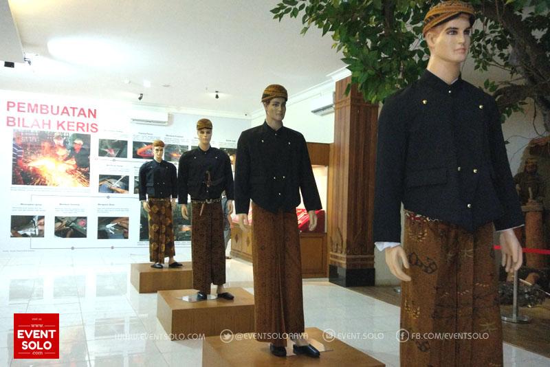 Pakaian Adat Museum Keris Solo