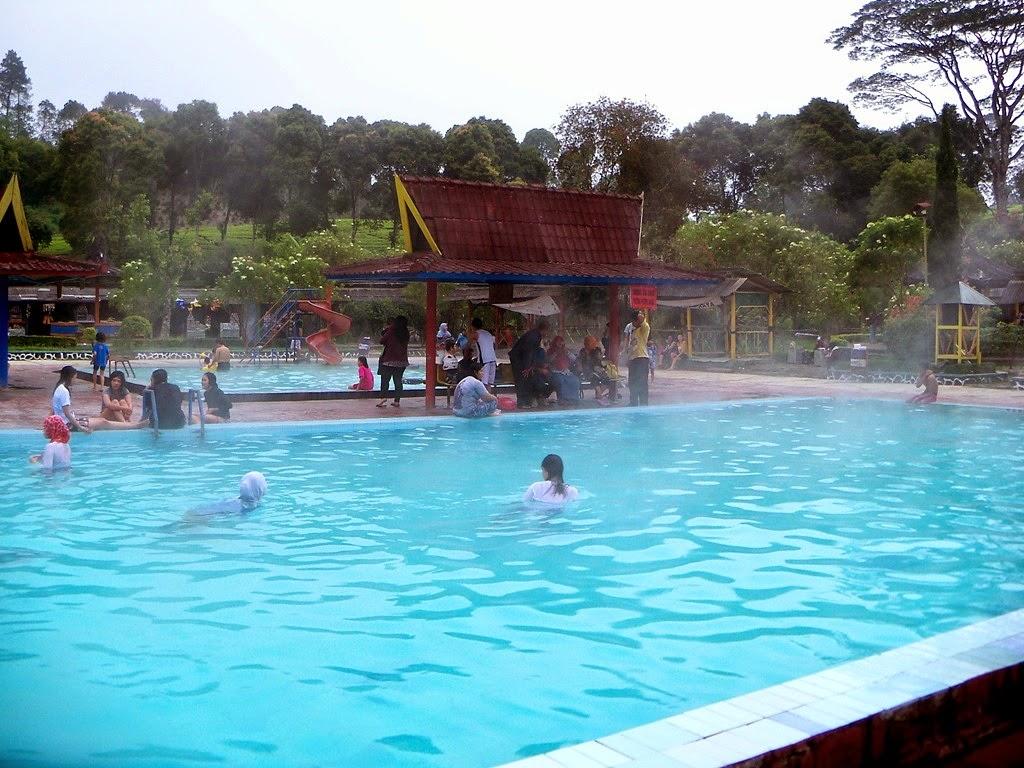 Wisata Pemandian Air Panas Walini di Bandung