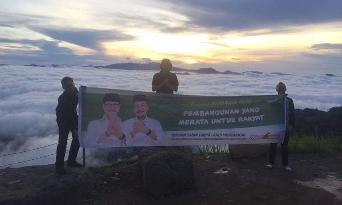 Bukti Kecintaan, Pemuda Bentangkan Spanduk IYL-Cakka di Lolai