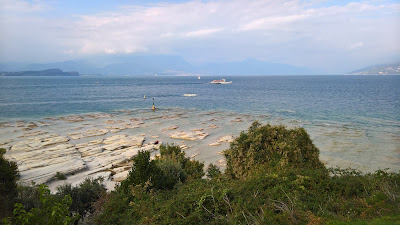 Limestone rocks around the tip of Sirmione.