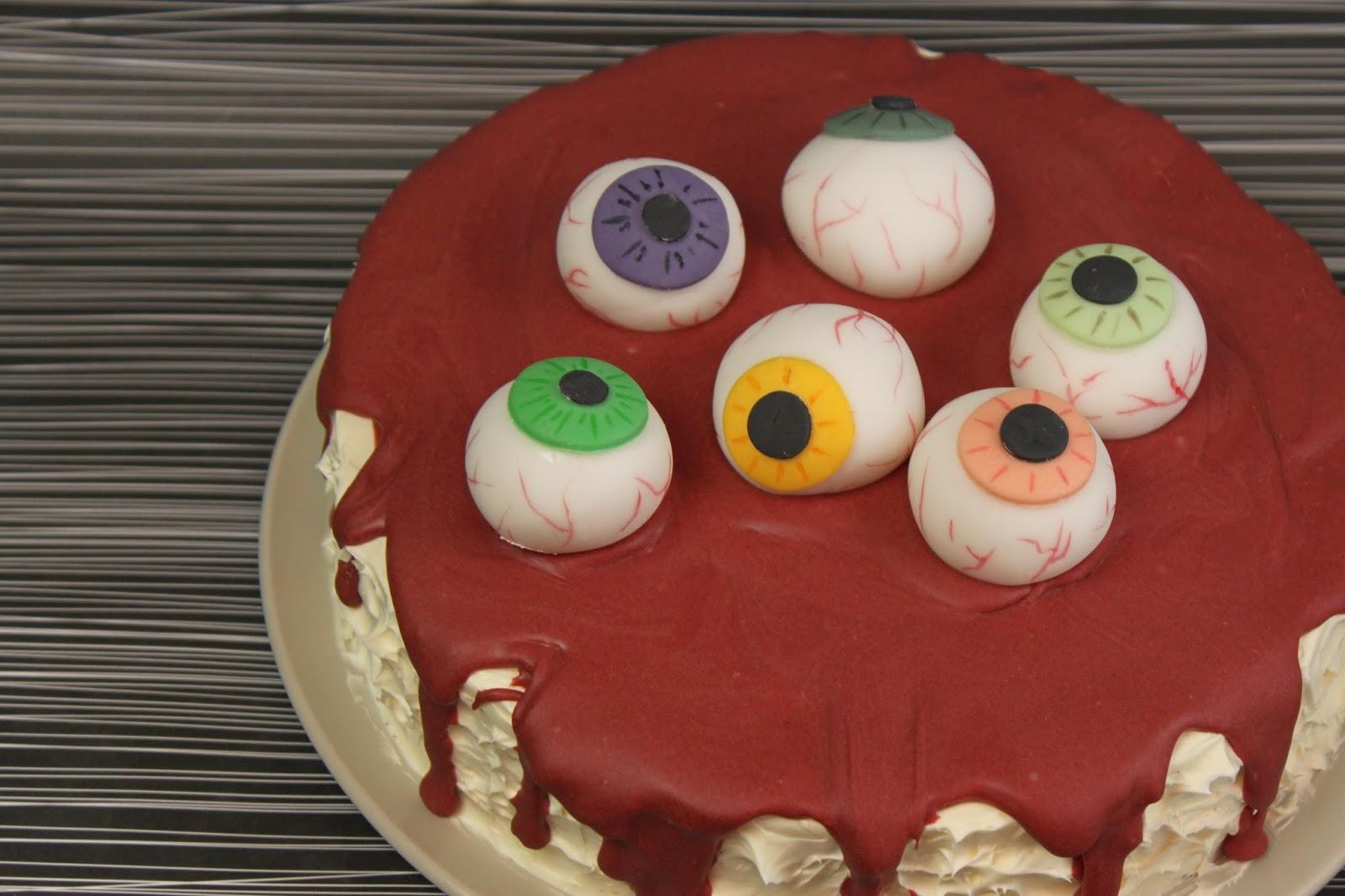 Halloween Essen Blutige Halloweentorte Mit Augapfeln Red Velvet