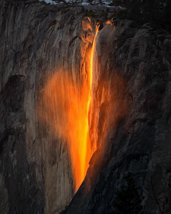 36 Unbelievable Pictures That Are Not Photoshopped - Yosemite Firefall.