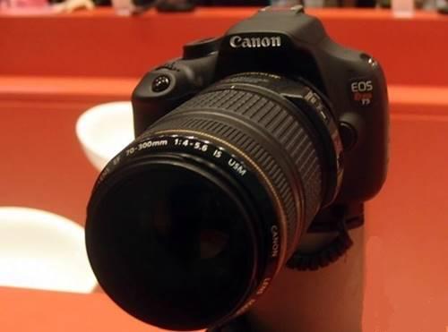 A Canon EOS Rebel T5 é uma boa opção para presentear quem está começando no mundo da fotografia profissional