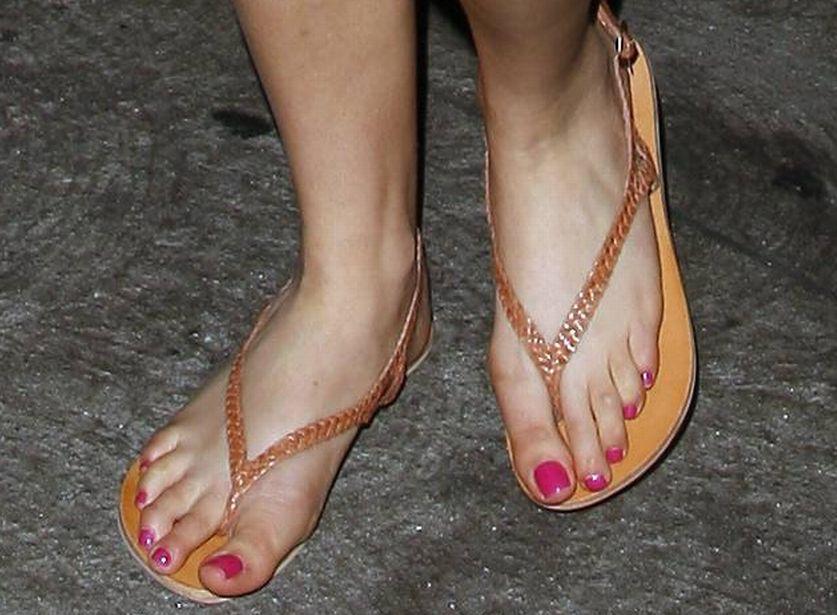 bynes feet Amanda