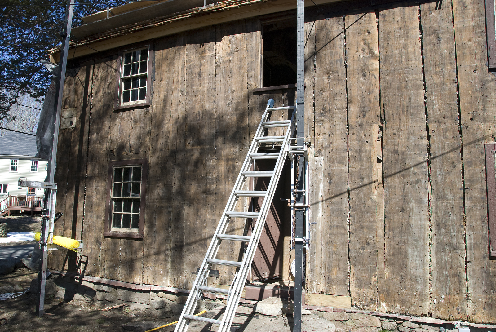 Antique Houses Of Gloucester And Beyond Plank Frames Secrets In Rewiring An Old House Plaster Walls Vertical Planking On Exterior The Haskell Ma