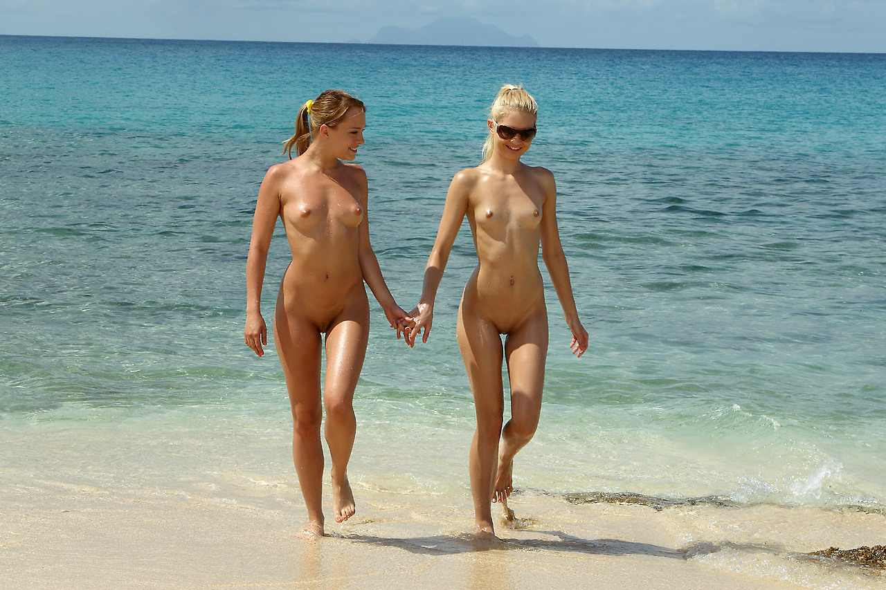 belize women at the beach