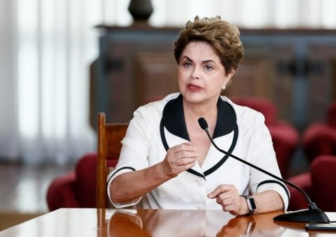 Rousseff solicitará anulación de juicio político en su contra