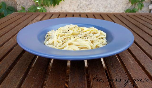 Espaguetis con anchoas (tradicional o Thermomix)