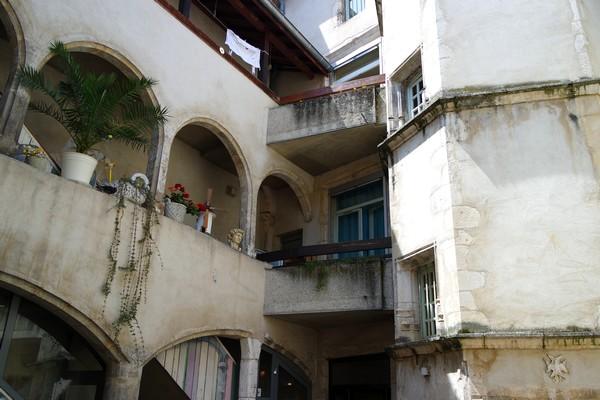 bourg-en-bresse cour architecture passage cordeliers