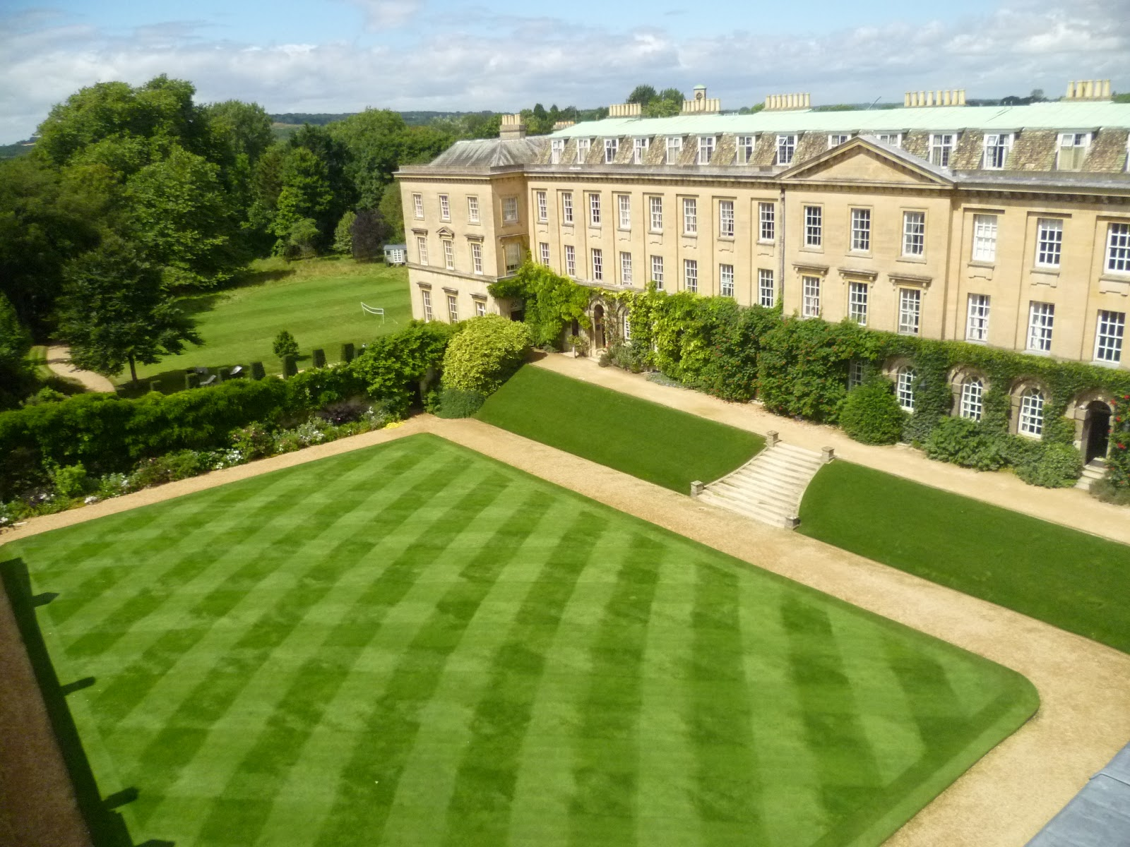 Worcester College Gardeners Views Of The Quad Lawn From