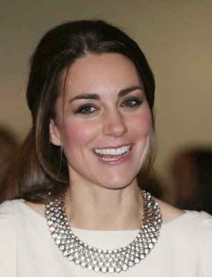 Kate wearing ZARA necklace