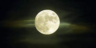 Ritual de Luna Llena para Aumentar la Autoestima