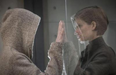 Morgan y Lee reflejos en un espejo