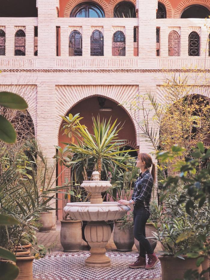 Cour intérieure d'un riad dans la medina de Marrakech au Maroc