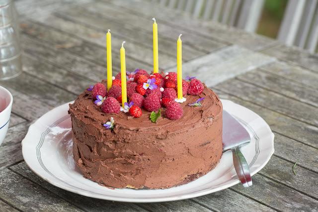 kakkupohja, suklaa, täytekakku