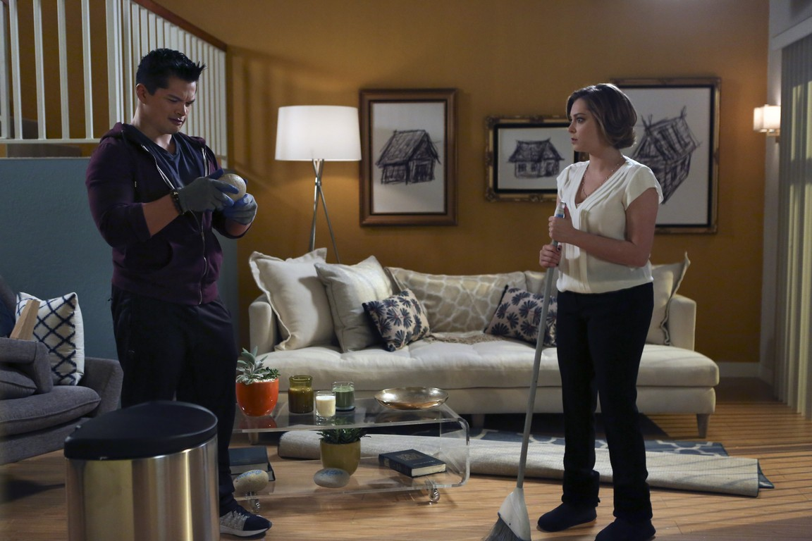 Crazy Ex-Girlfriend - Season 1 Episode 11: That Text Was Not Meant for Josh!