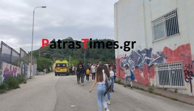Τέσσερα κορίτσια έσπασαν στο ξύλο συμμαθήτριά τους σε σχολείο της Πάτρας (βίντεο)
