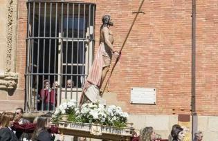 http://www.laopiniondezamora.es/especiales/semana-santa/2015/04/semana-santa-benavente-claveles-blancos-resurreccion-n618_5_19578.html