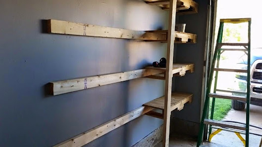 Pallet Projects - Garage Shelves