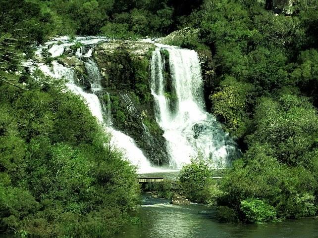 Queda d'água no Parque da Cachoeira, São Francisco de Paula