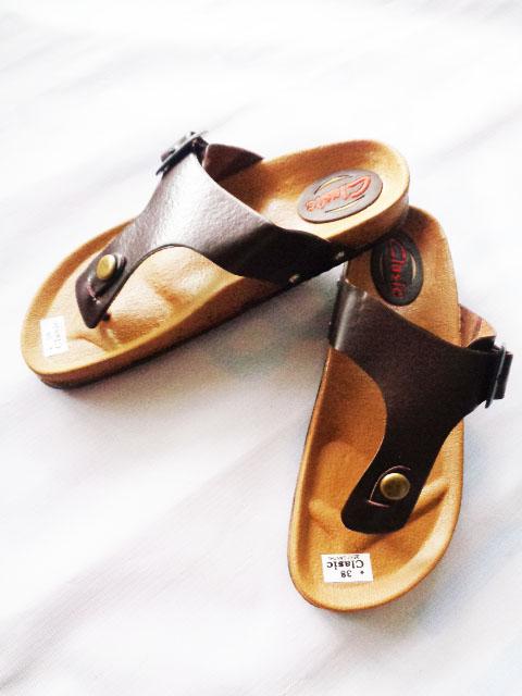 Sandal Classic Carvil warna Tan