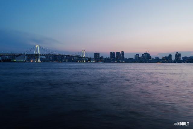 「豊洲ぐるり公園」から夕暮れ時の景色
