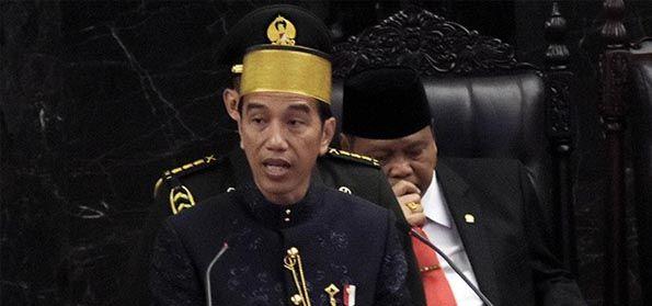 Tak Pantas! Jokowi Pakai Songkok Bugis Rp 80 Juta, Saat Rakyat Kesusahan