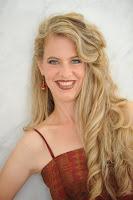 Julia Oesch Mezzo-Soprano