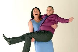 Pasangan suami istri menikahi sesama transgender