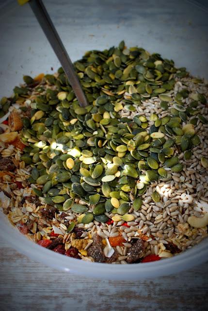 symbio,muesli,zdrowe muesli domowe,orzechy nerkowca,żuraliwna,pecan,jagody goji,figi suszone,słonecznik,pestki dyni,miechunka,zlote jagody inków,platki owsiane,zdowe jedzenie,jedzenie fit,