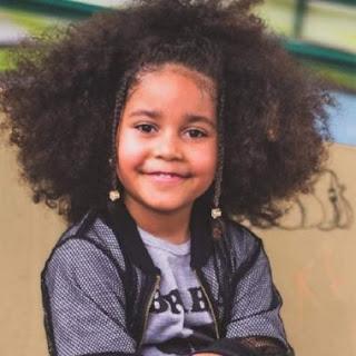 MC de 6 anos viraliza defendendo seus cabelos crespos