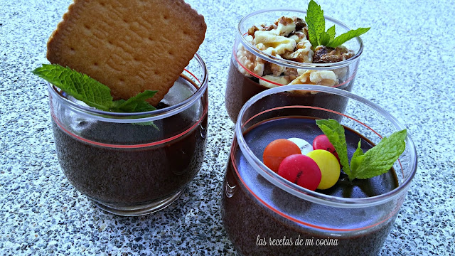 Vasos de mascarpone con chocolate