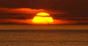 Mengapa Matahari Terbit Dan Terbenam Berwarna Merah
