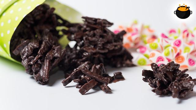 receta de cómo hacer bombones caseros de chocolate y patatas fritas, una manera de preparar bombones fáciles y bombones originales