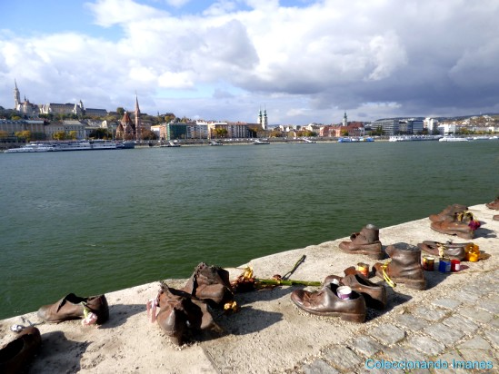 Monumento de los zapatos a orillas del Danubio