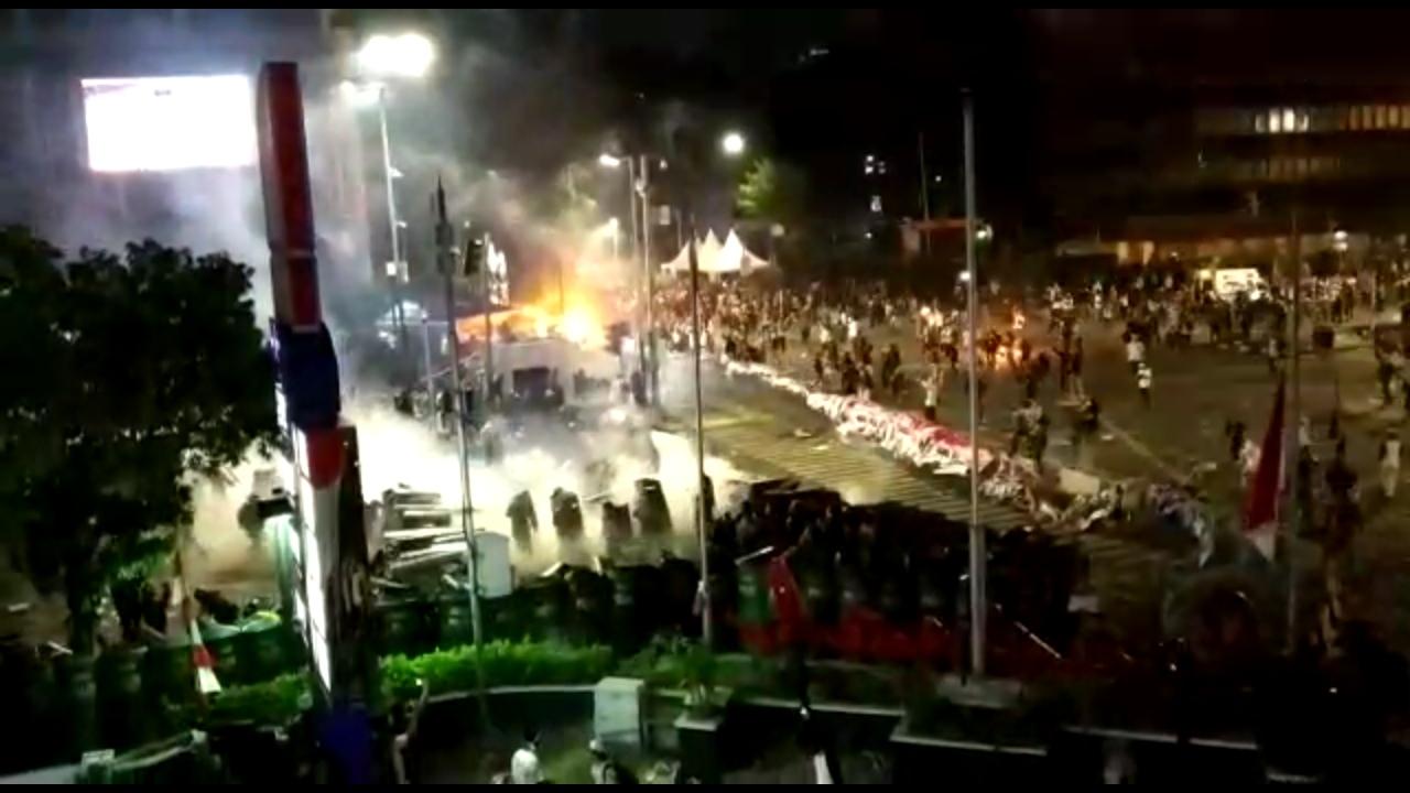 Allahu Akbar! Rakyat Kembali Alami Keajaiban Ini Saat Ditembaki Gas Air Mata