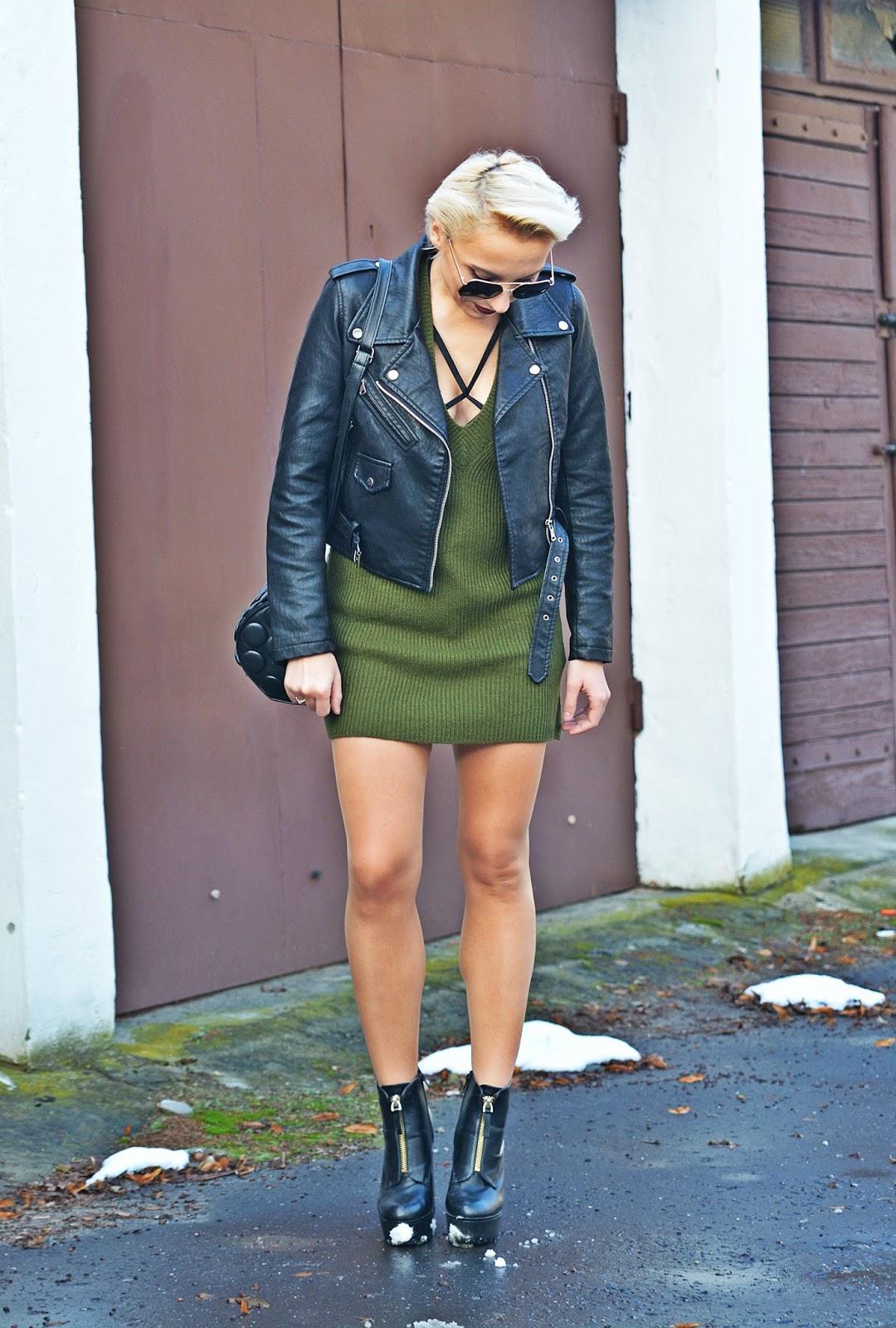 sweterkowa_sukienka_czarna_ramoneska_blog_modowy_karyn