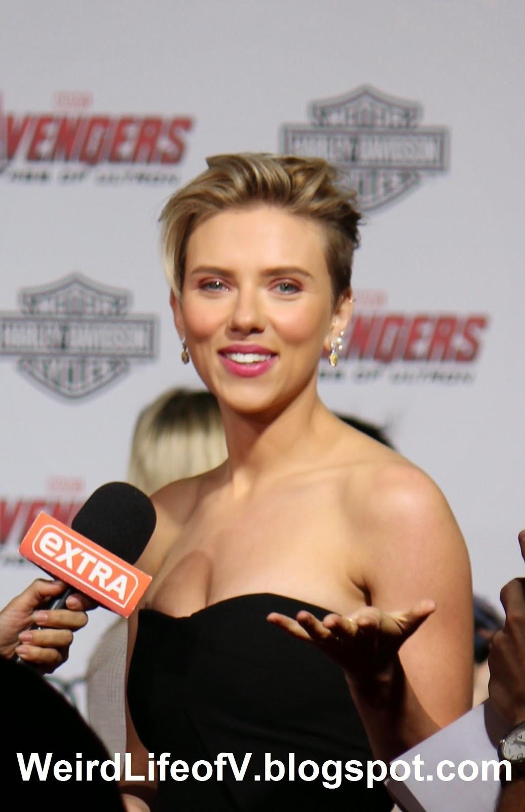 Scarlett Johanssen being interviewed by Extra