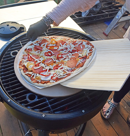 How to make pizza on a kamander kamado grill