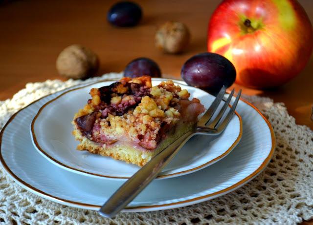 jesienne-ciasto-z-jab%25C5%2582kami-i-%25C5%259Bliwkami Jesienny placek z jabłkami i śliwkami