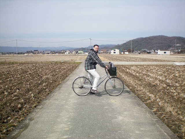 En bicicleta por la llanura de Kibi