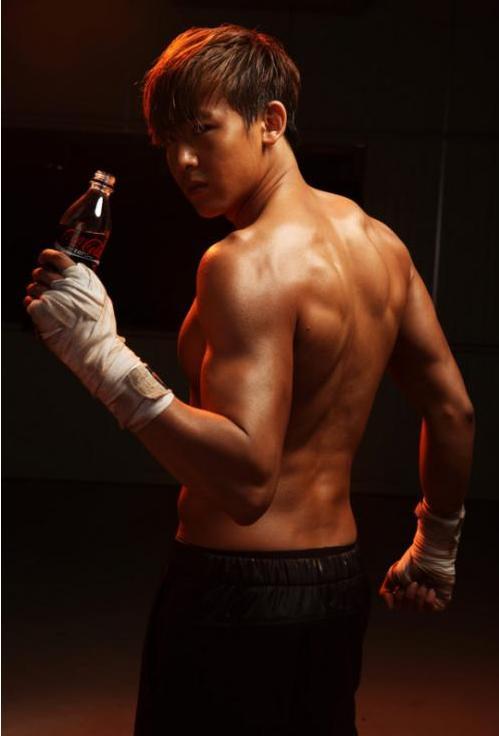 2PM's Nichkhun bares his abs for 'Coca Cola Zero' | Kpopfwd