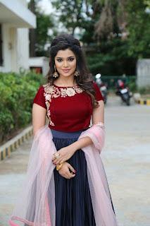 meesaya murukku movie actress aathmika (6)