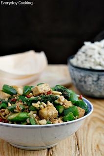 http://www.greencooking.pl/2012/05/tofu-smazone-po-chinsku-ze-szparagami-i.html