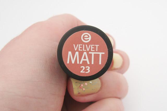 Batom de Longa Duração Essence, Velvet Matt 23