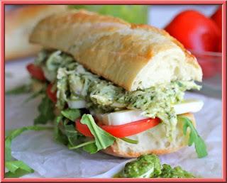 http://www.receitasdmais.com/2014/01/sanduiche-de-frango-ao-pesto.html