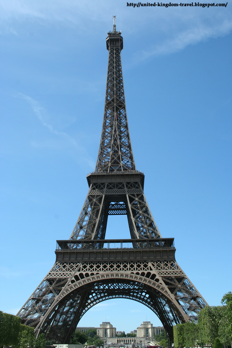 Landmarks and major attractions in paris the globe trotter for 3 famous landmarks